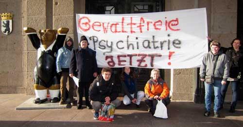 Demo vor dem Schöneberger Rathaus in Berlin